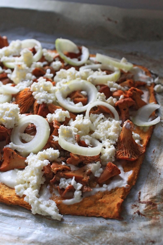 Gluteeniton pitsapohja bataatista