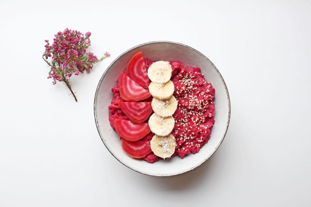 Ihana syyspuuro gluteenittomista kaurahiutaleista ja punajuuresta