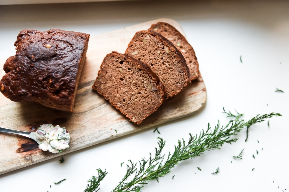Helppo tehdä ja niin mielettömän maukasta: gluteeniton saaristolaisleipä