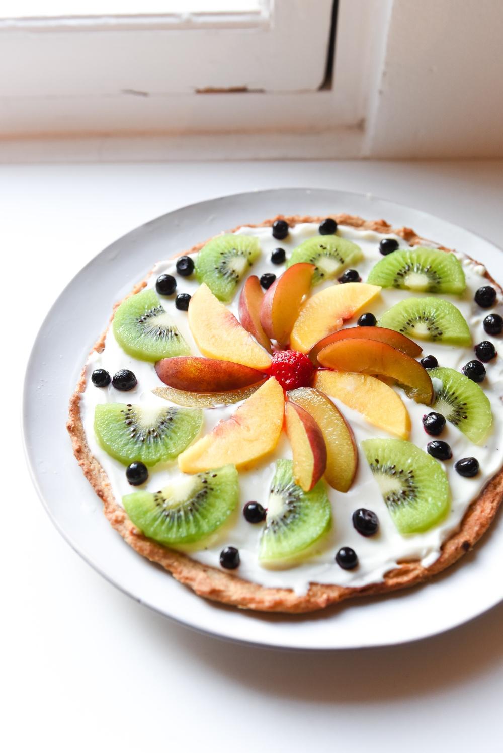 Gluteeniton ja maidoton hedelmäpizza